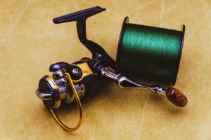 Spinning reel and spool of braided fishing line